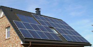 Panouri solare pe acoperis